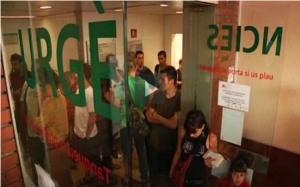 Els veïns de Gràcia boicotegen el tancament de les urgències de l'Hospital de l'Esperança