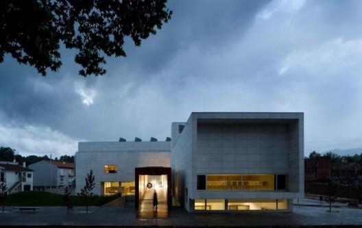 Biblioteca Municipal Dr Júlio Teixeira / Belém Lima Arquitectos