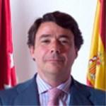 Ignacio González promueve un 'dique negro' contra la 'marea blanca'