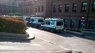 Hospitales privados en Madrid se forran: colas de ambulancias para 'descargar' pacientes manchegos