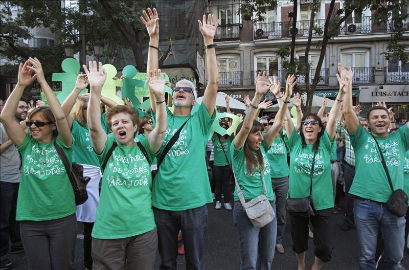 La profesora sancionada por usar una camiseta verde gana la batalla a la Comunidad de Madrid