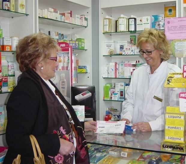 Los jubilados gastaron en 2013 un 15% más en medicamentos con una media de 242 euros
