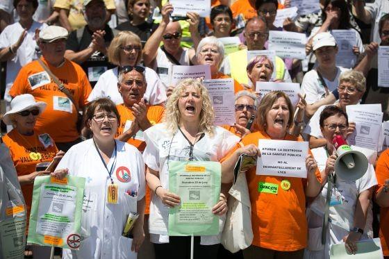 Los hospitales catalanes claman contra el cierre de camas #ObrintLlitsiPlantes