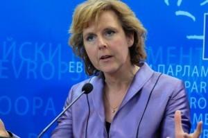 Los eurodiputados cuestionan los altos precios de los medicamentos que salvan vidas
