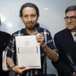 """[¿Un cambio con Tics totalitarios?] El economista de Podemos es tildado de """"mercenario"""" por ir a un acto de IU"""
