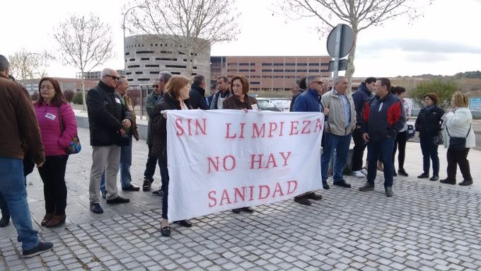 'Sin limpieza no hay sanidad' resuena en los servicios centrales del Sescam