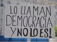 Lo llaman democracia y no lo es