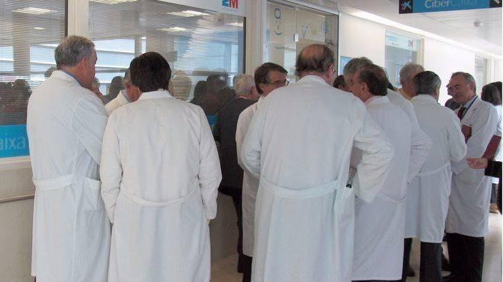 """Los médicos convocan protestas en junio para acabar con el """"desgobierno"""" de la sanidad"""