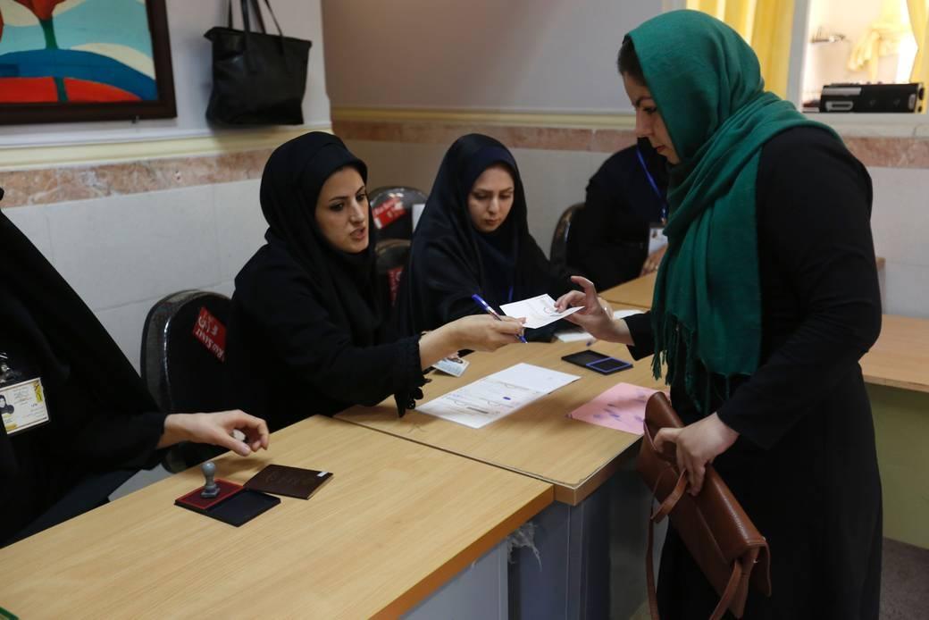 """Irán: Activistas de los derechos de las mujeres, tratadas como """"enemigas del Estado"""" tras reanudarse la campaña represiva"""