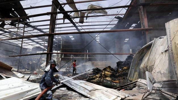 Al menos 15 muertos y 70 heridos en incendio de fábrica textil en Bangladesh