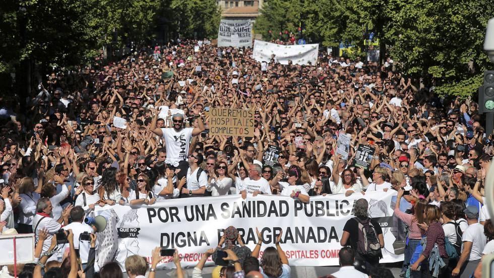 40.000 personas protestan en Granada contra el 'troceado' de los hospitales de la ciudad