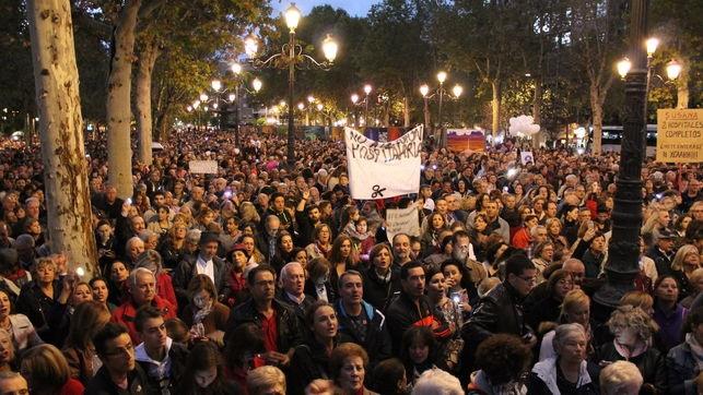 Granada vuelve a levantarse masivamente por su sanidad pública
