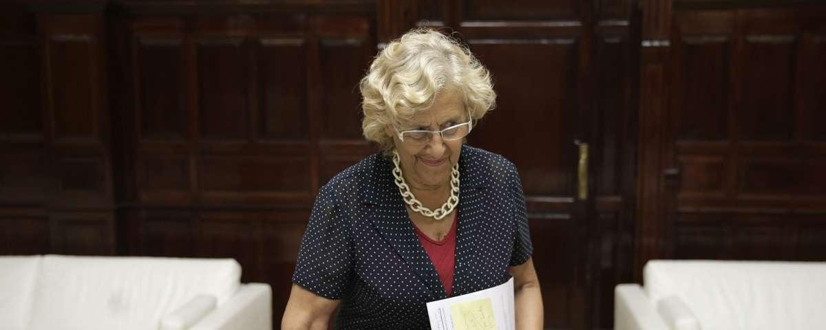 Carmena reduce la deuda del Ayuntamiento… Cifuentes la dispara