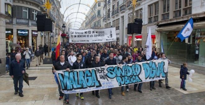Miles de personas reclaman en Málaga, Granada y Huelva mejoras hospitalarias a la Junta