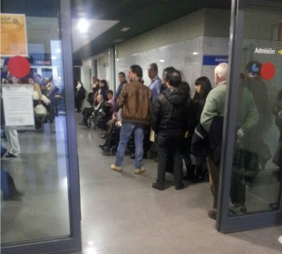La Sanidad 'tose' a causa de la gripe, que evidencia en León todos los problemas del sistema de atención