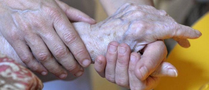 El 94% de los cuidadores no profesionales de personas dependientes no cotiza