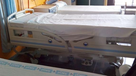 El Hospital vuelve a colapsarse con 25 camas cruzadas y los pacientes ven «inhumana» la situación