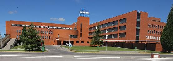 Sacyl destina 760.000 euros a la externalización de operaciones en El Bierzo para intentar rebajar la alta espera en Traumatología y Urología