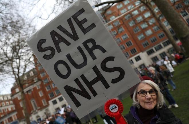 El NHS británico se lanza a las calles contra los recortes y la privatización