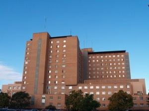 Denuncian la muerte de un paciente en el pasillo del Clínico