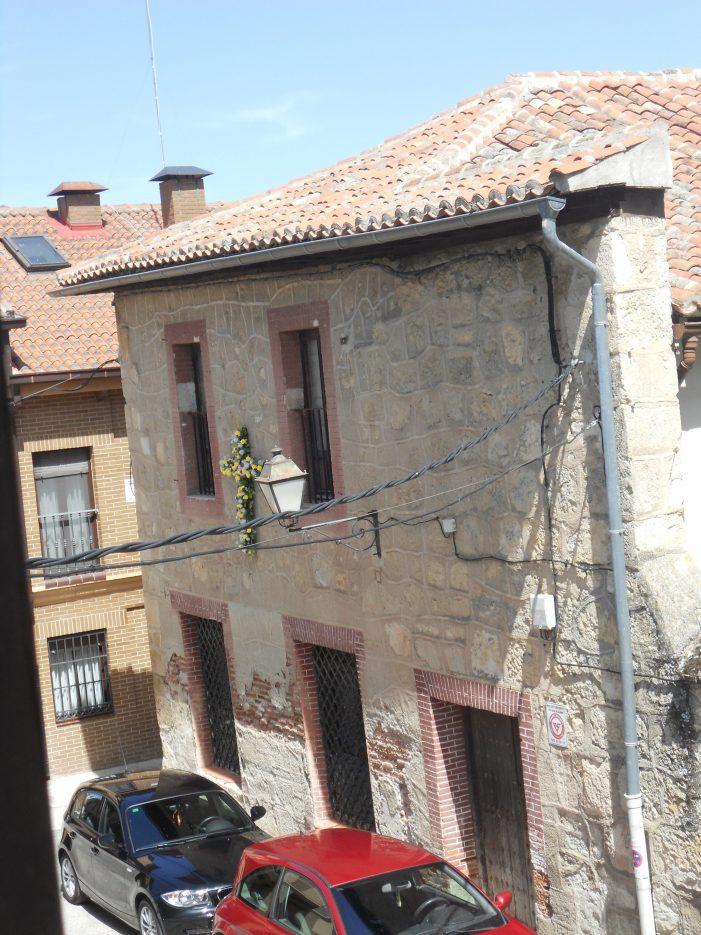 Biblioteca municipal poeta juan de mena de torrelaguna for Biblioteca iglesia madrid